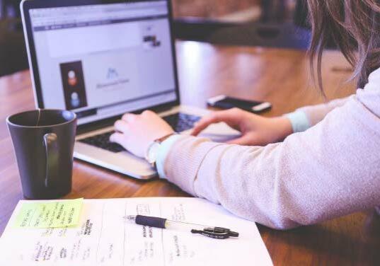 web-designer-using-laptop